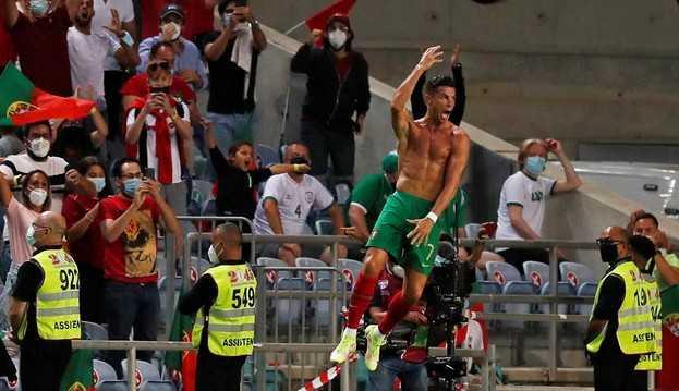 Com dois gols no fim, Cristiano Ronaldo dá vitória de virada a Portugal e se torna o maior artilheiro por seleções da história