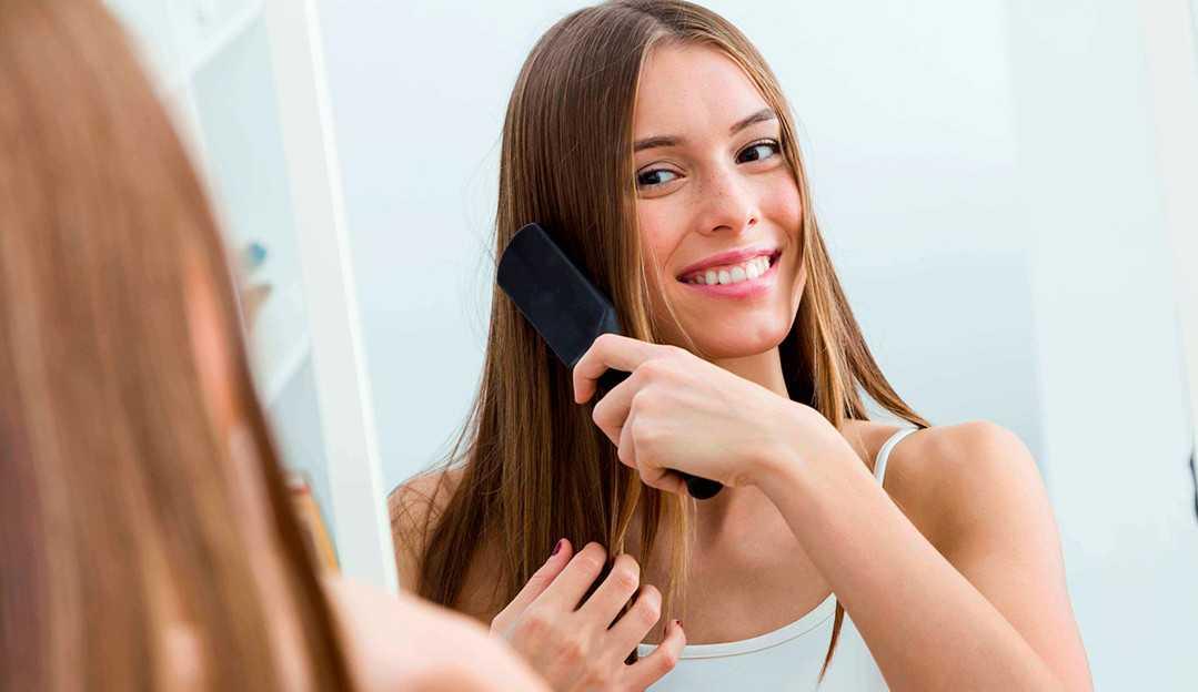 Descubra como controlar o frizz no cabelo