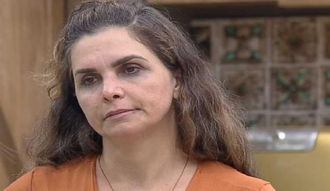 A Fazenda 12: Luiza Ambiel cai no choro com atitude de Lidi Lisboa e Tays Reis