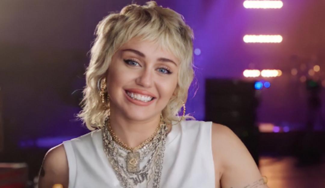 De acordo com a Forbes, Miley Cyrus é 'estrela do rock de alto nível'