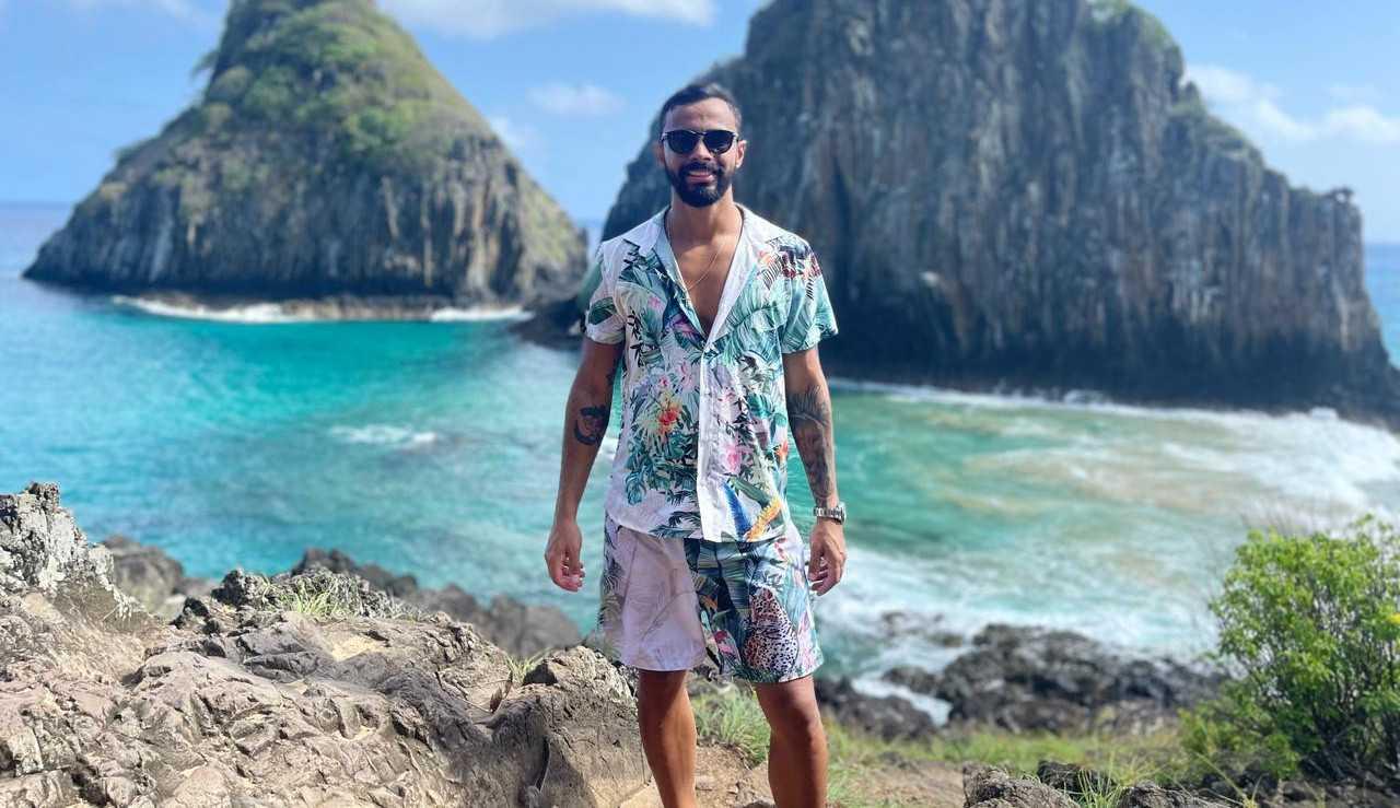 Rafael Aguiar desfruta férias em Fernando de Noronha