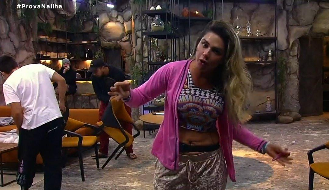 Ilha Record: Após Lucas dar tapa na porta, Nadja declara: 'Isso é agressão psicológica'