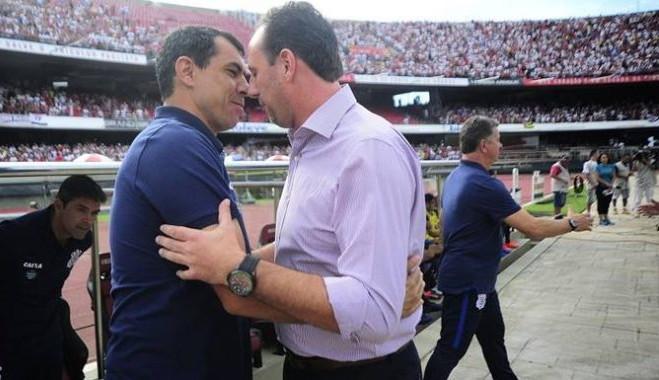 Na busca por um treinador, Santos agenda reuniões com Carille e Rogério Ceni