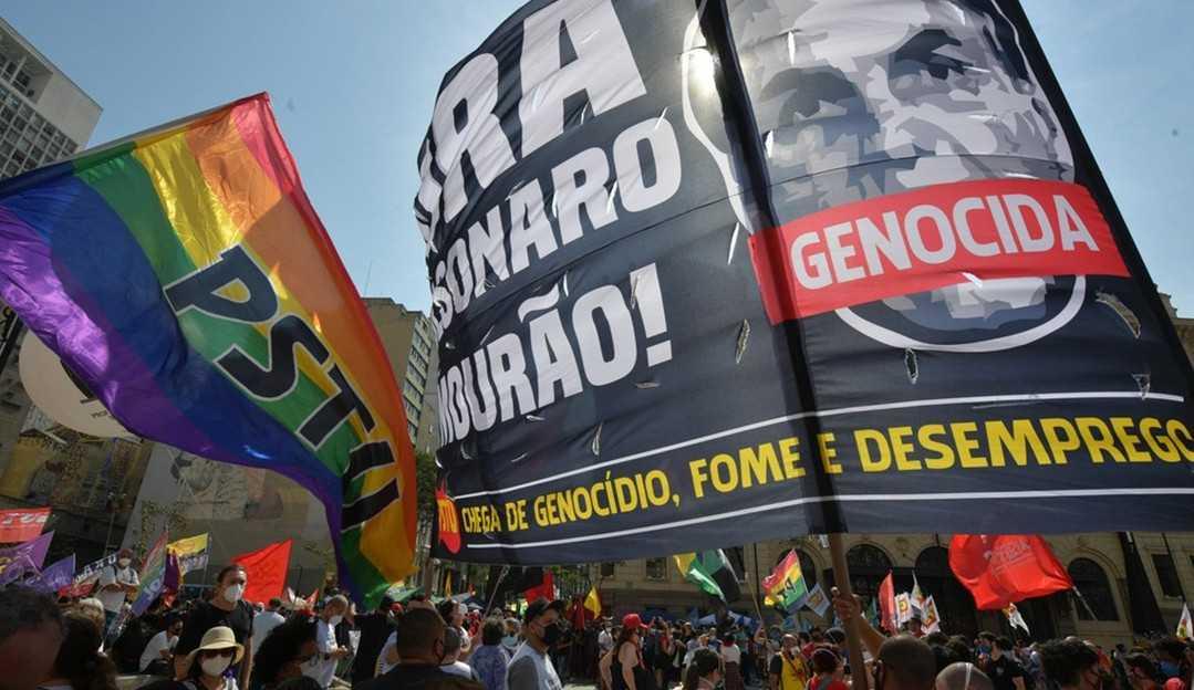 Manifestantes contra e a favor do governo Bolsonaro se dividem em Brasília e em São Paulo