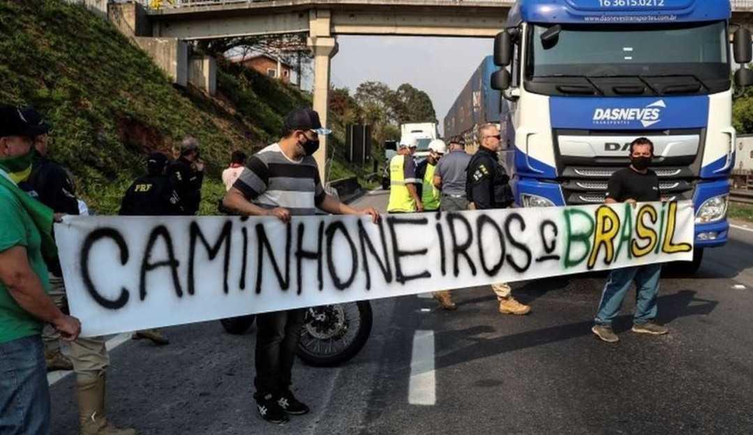 Caminhoneiros liberam o trânsito em Santa Catarina