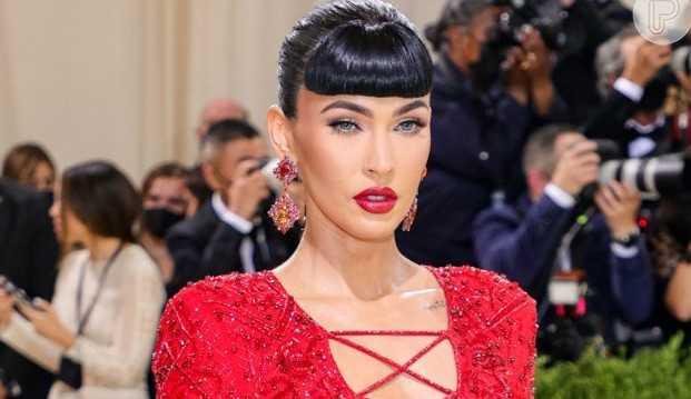 Megan Fox é criticada por usar look extravagante e polêmico no MET Gala
