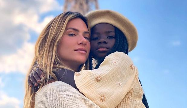 Giovanna Ewbank posta linda foto com a filha Titi em Paris