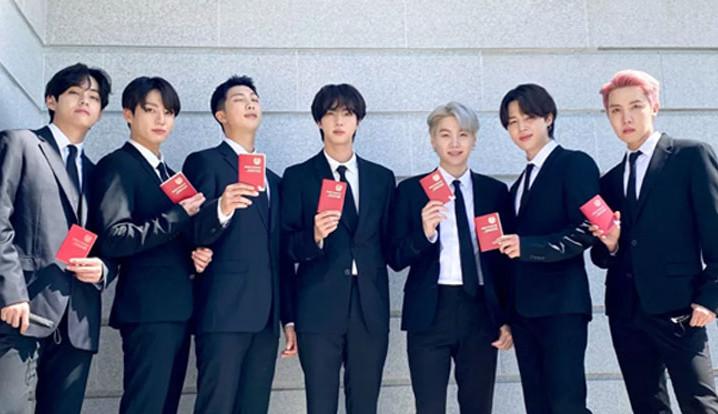 BTS recebe passaporte diplomático em encontro com presidente da Coreia do Sul