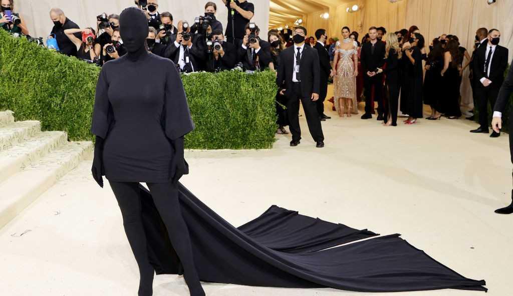 Look de Kim Kardashian no Met Gala vira meme na internet