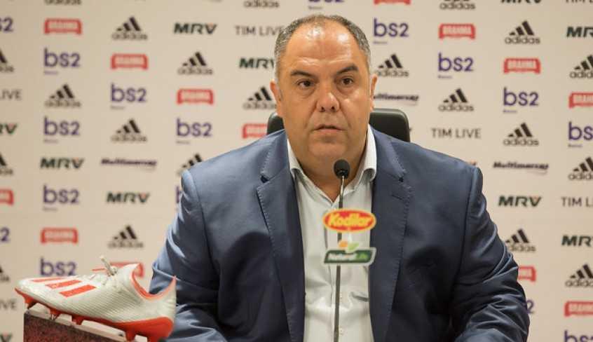 Com a especulação de Daniel Alves no Flamengo, Marcos Braz desconversa sobre o assunto