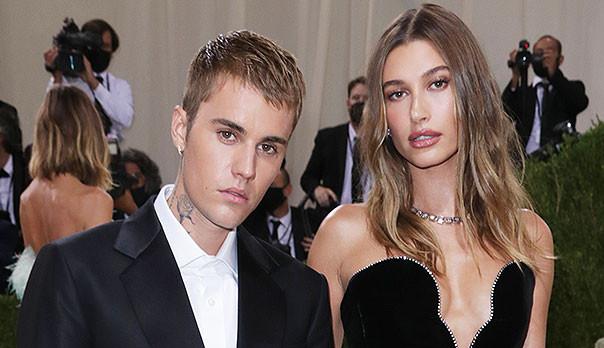 Suposta gravidez de Hailey Bieber ganha a web mais uma vez após o MET Gala