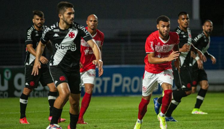 Em partida controlada, Vasco sofre empate no fim e sonho do acesso fica cada vez mais para 2022