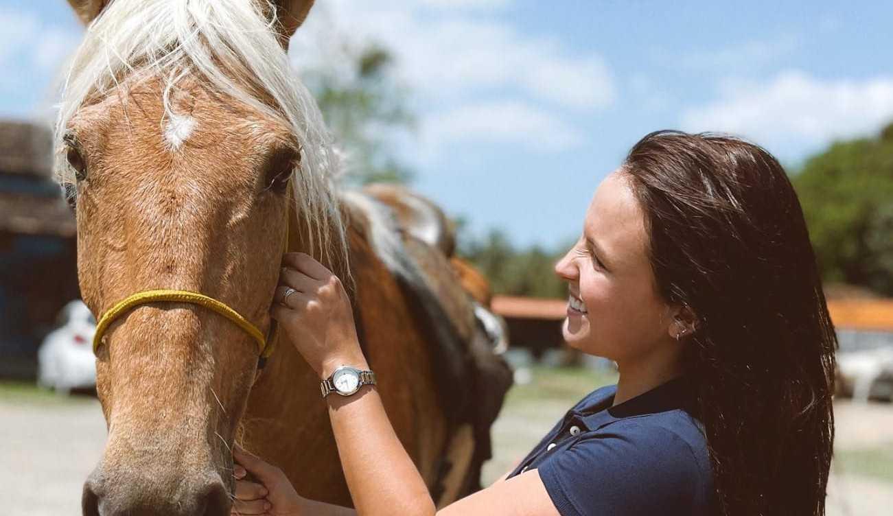 Larissa Manoela está decidida a superar seu trauma com cavalos