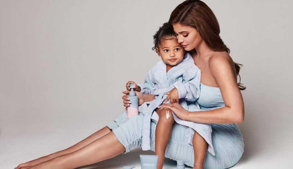 Kylie Jenner lança uma marca infantil