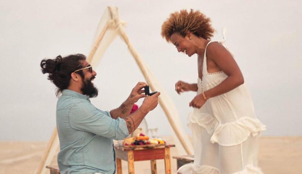 De férias no Maranhão, Sheron Menezzes anuncia noivado com Saulo Camelo