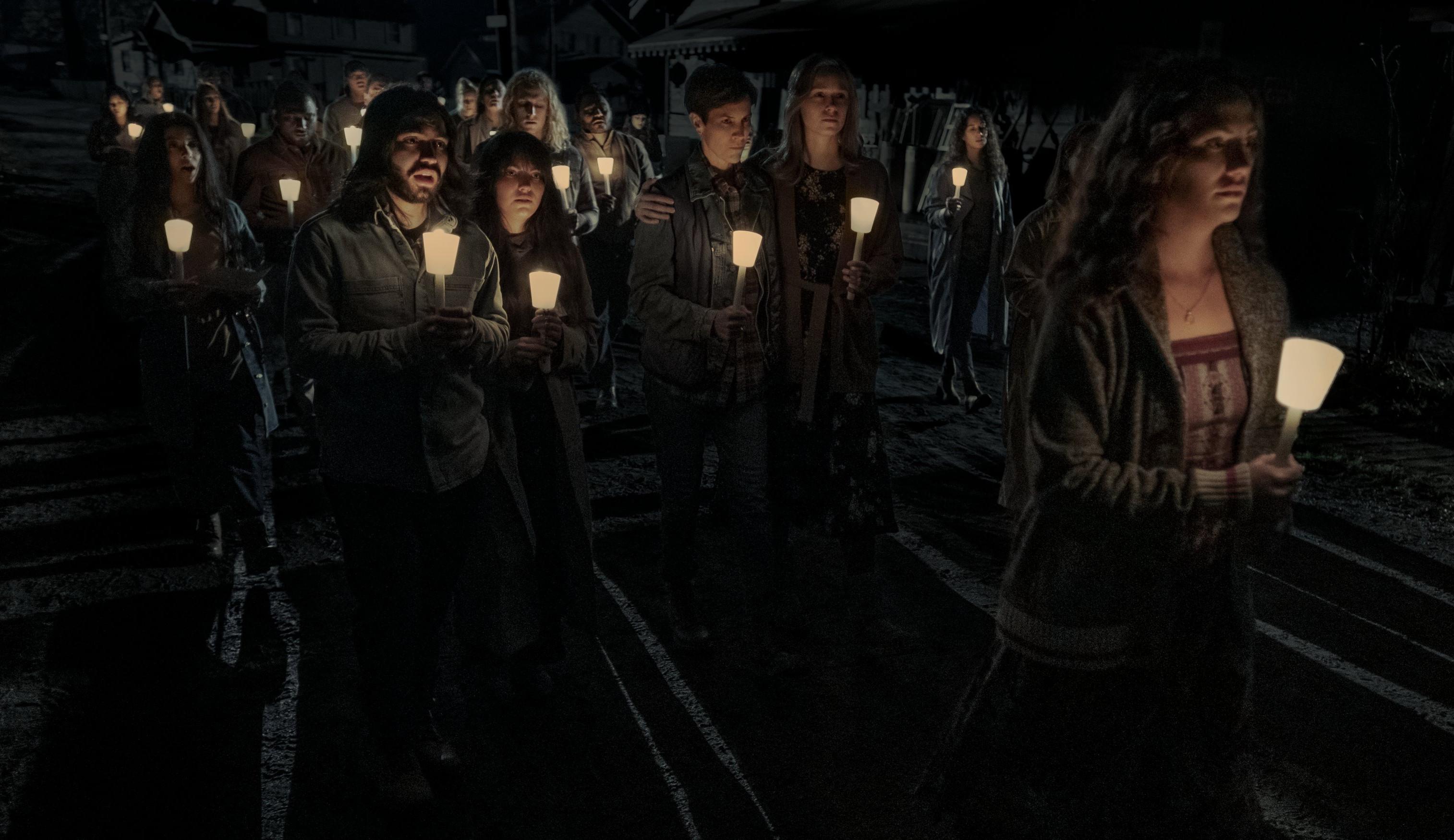 'Missa da Meia-Noite' estreia na Netflix com elogios e comparações a Stephen King