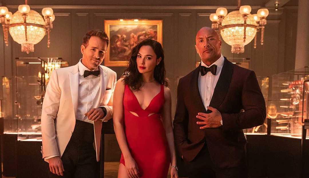 'Alerta Vermelho': Gal Gadot luta contra Dwayne Johnson e Ryan Reynolds em nova prévia do filme