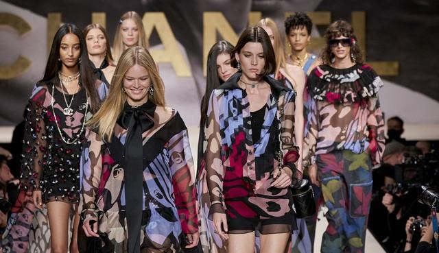 Chanel apresenta sua coleção de primavera-verão 2022