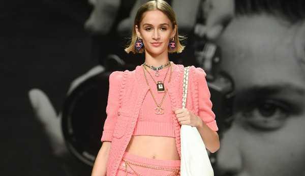 Chanel traz de volta o corte bob na passarela de verão 2022