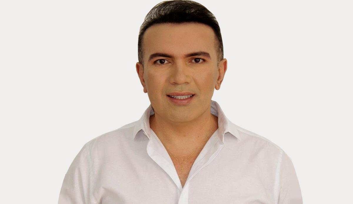 Salatiel Araújo posta foto com o cirurgião-dentista Sylvio Simioni e mostra antes e depois do sorriso