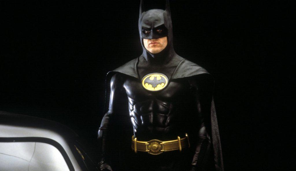 Michael Keaton revela que ainda cabe em seu uniforme de Batman após 30 anos
