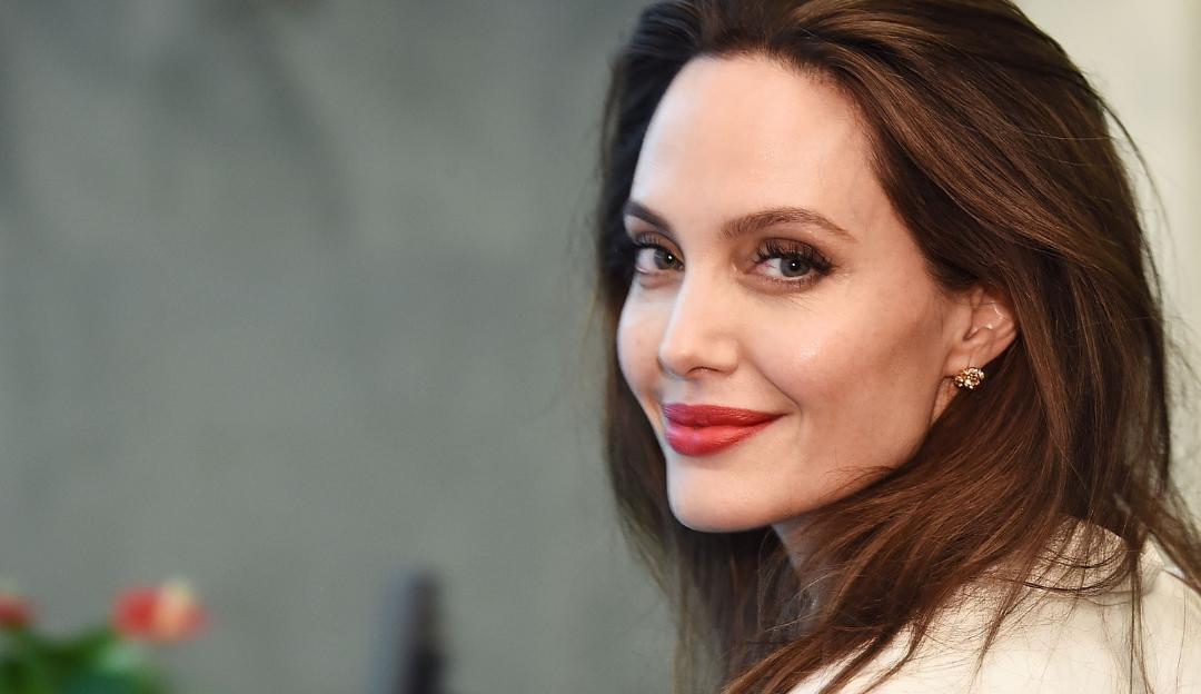 Angelina Jolie é vista com primeiro ex-marido e suspeitas de revival aumentam