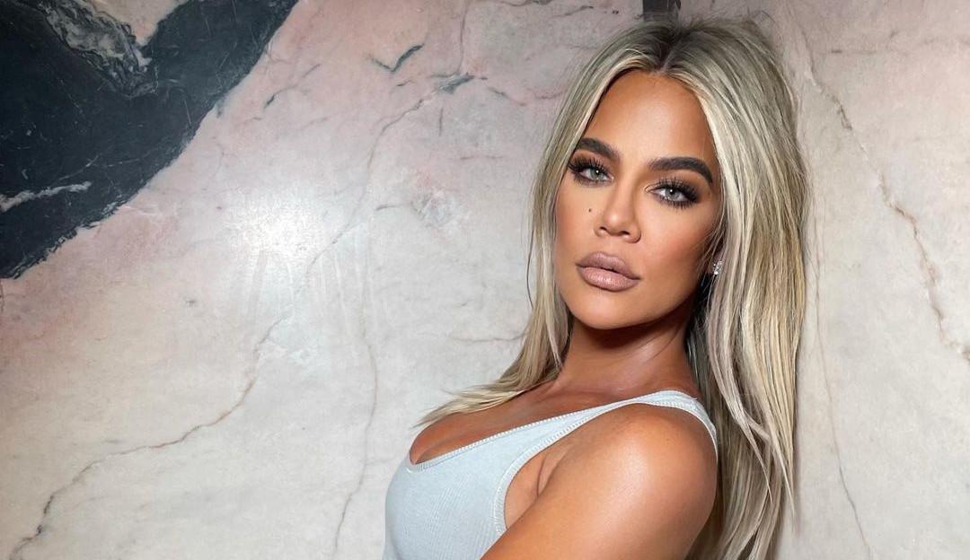 Khloé Kardashian revela que não tinha uma boa relação com a comida e sofreu traumas com as irmãs 'magras'