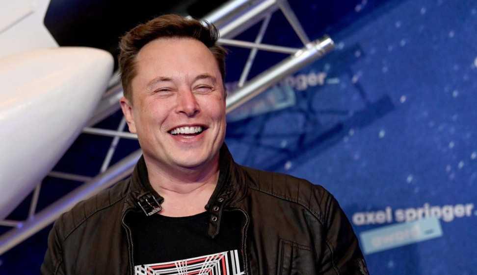 Elon Musk anuncia negociação com companhias aéreas