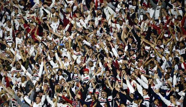 CBF autoriza torcida visitante nos estádios
