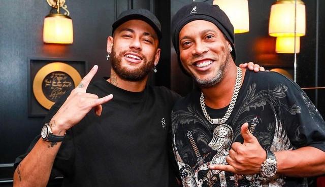 Neymar posta foto com Ronaldinho Gaúcho após jogo do PSG