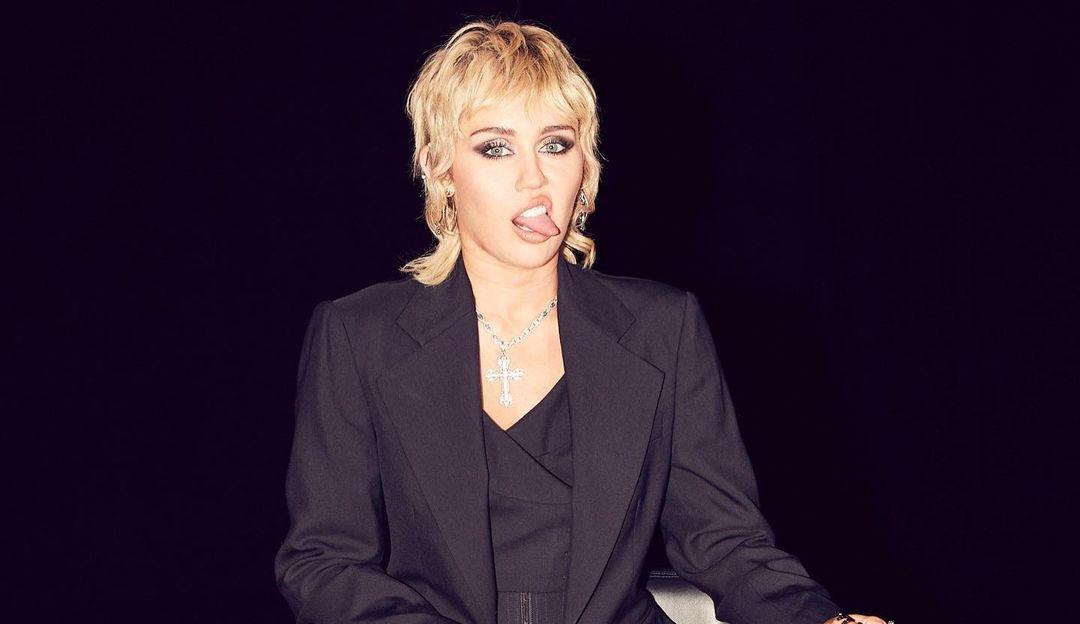 Miley Cyrus fala sobre novo projeto de covers e sobre experiência extraterrestre